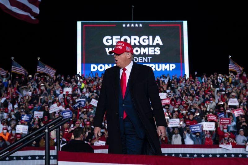 ▲有外媒指出,由於和拜登差距過小,川普在喬治亞的選情也陷入緊張。圖為川普日前於喬治亞州造勢。(圖/美聯社/達志影像)