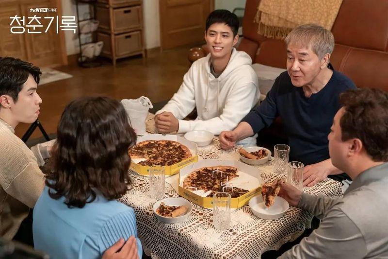 ▲朴寶劍在《青春紀錄》劇中與家人的關係,是現實生活中許多家庭的寫照。(圖/Netflix提供)