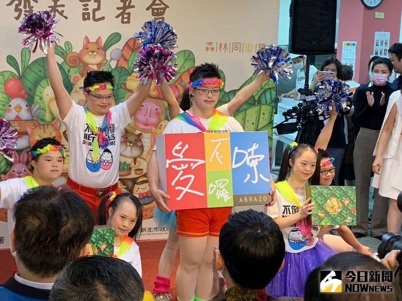 ▲唐寶寶的舞蹈充滿了熱情與純真,感染了在場所有人。(圖/記者康子仁攝)