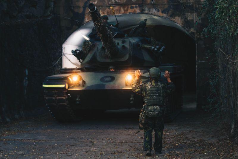 軍武/美國總統大選前夕 金門演練<b>戰車</b>夜間戰術機動