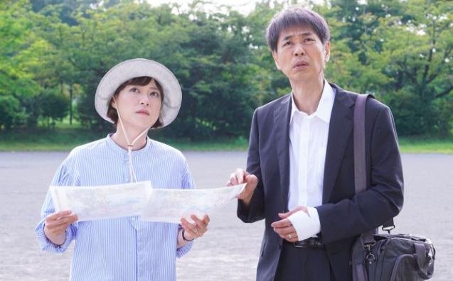 ▲劇中,上野樹里(左)代替父親前往日本東北,尋找母親遺體。(圖/富士電視台)