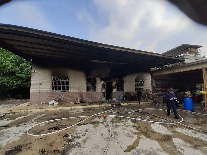 ▲梅山住宅火警,造成一人死亡。(圖/記者陳惲朋翻攝)
