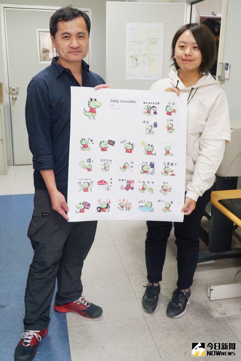 ▲多媒體學程大二生陳昱安(右)與黃懷德老師(左)分享作品。(圖/記者陳雅芳攝,2020.11.03)