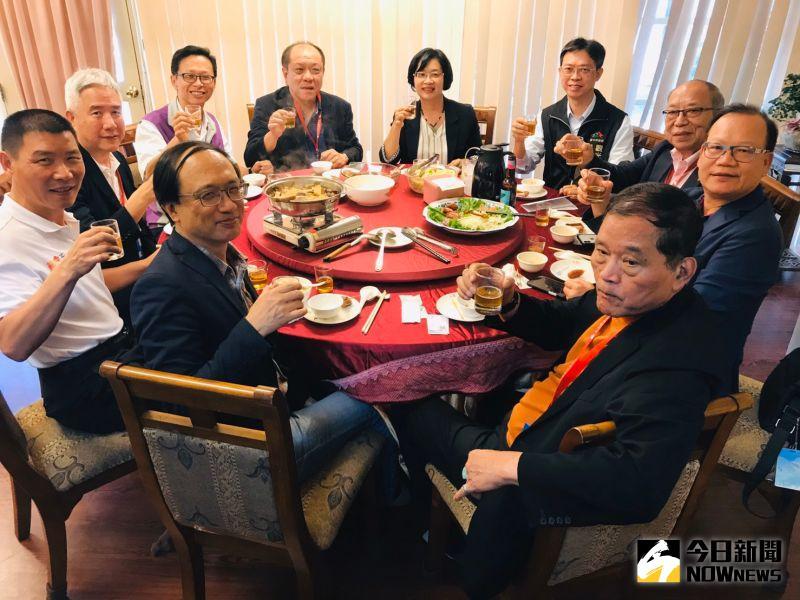 ▲縣長王惠美今(5)日中午親自宴請解說,縣內特色料理上桌。(圖/記者陳雅芳攝,2020.11.05)