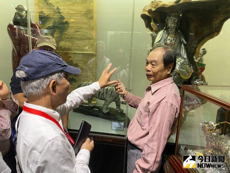 ▲台灣國際郵輪協會一連兩天抵彰化進行「踩線之旅」,團員參觀了國寶錫雕大師。(圖/記者陳雅芳攝,2020.11.05)