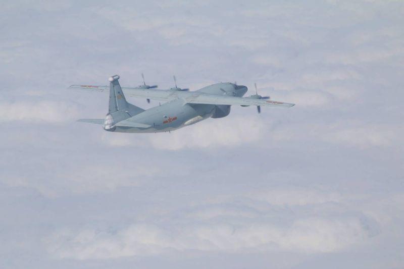 ▲空軍司令部表示,今日有3架次共機再擾台,包括圖中的運8遠干機。(圖/國防部提供)