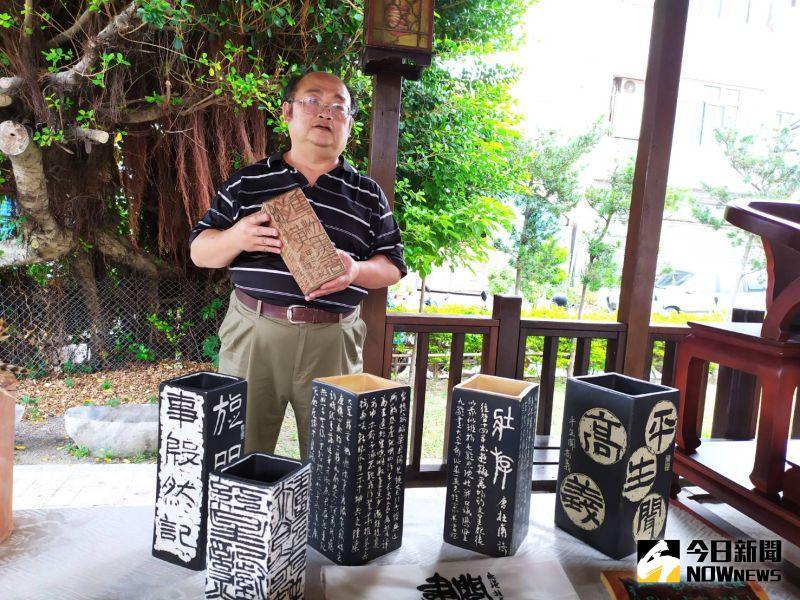 ▲謝金德擅長書畫陶刻,是今年2位新進駐村藝術家之一。(圖/記者葉靜美攝,2020.11.06)