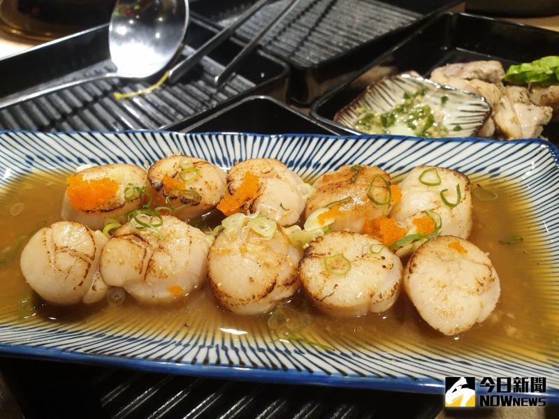 ▲慶祝開幕,11月底前消費,加碼贈北海道生食級炙燒干貝,價值199元。(圖/記者金武鳳攝,2020.11.6)