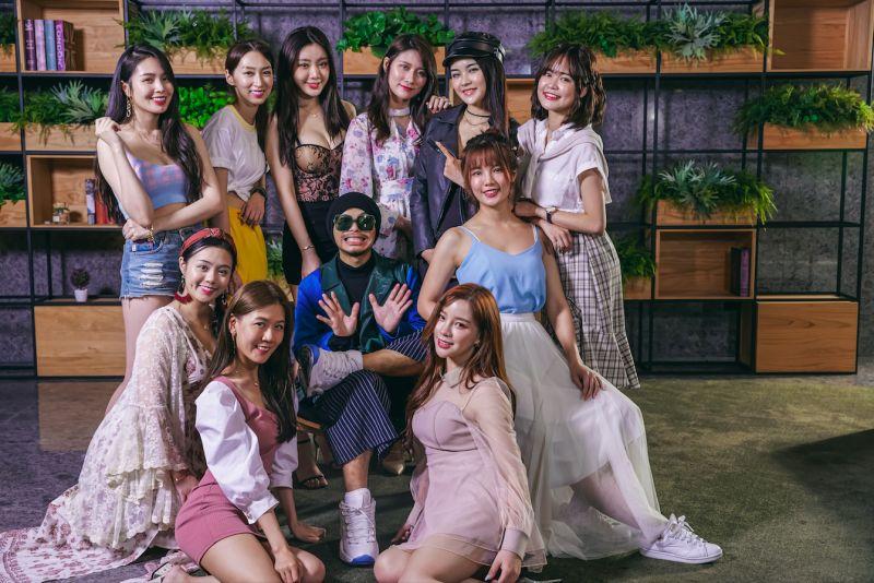 黃明志推出新歌《你不認識我》,在MV中與「奇樂女孩」的10名女生大談戀愛。(圖/亞洲通文創提供)
