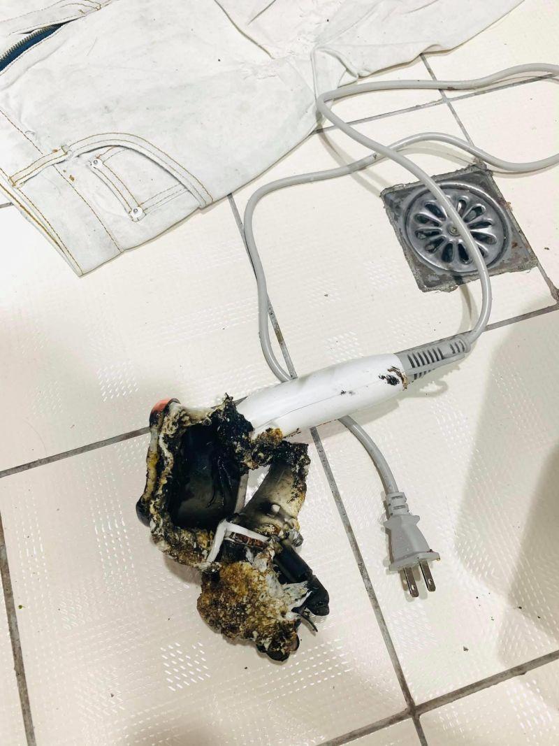 ▲原PO用三次後,吹風機突然起火,救火過程中還被燙傷。(圖/翻攝自《爆料公社》