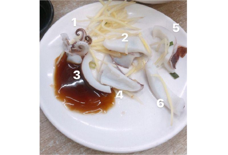 ▲有網友透露,自己日前到高雄某小吃店點了一盤60元的小卷,怎料上菜後卻讓他傻眼了,不禁直呼「我吃米不知米價?」而畫面曝光,網友也議論紛紛。(圖/翻攝自臉書《靠北餐廳2.0》)