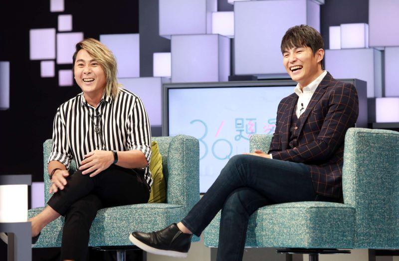 ▲王仁甫(左)、孫協志提及過往趣事現場笑聲不斷。(圖/公視提供)