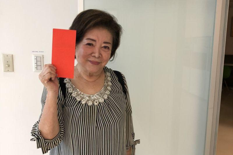 ▲陳淑芳工作滿檔,回「娘家」發送電影票。(圖 / 民視提供)