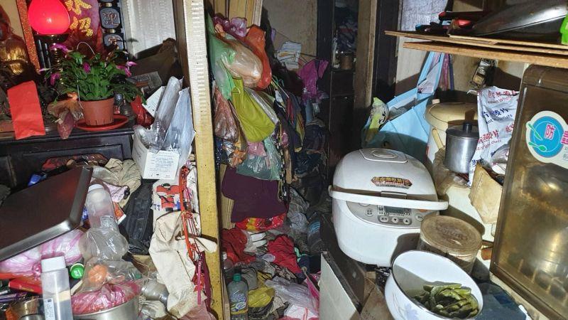 老人屋中「堆滿雜物」2度失火!<b>消防員</b>怒罵:鄰居會陪葬