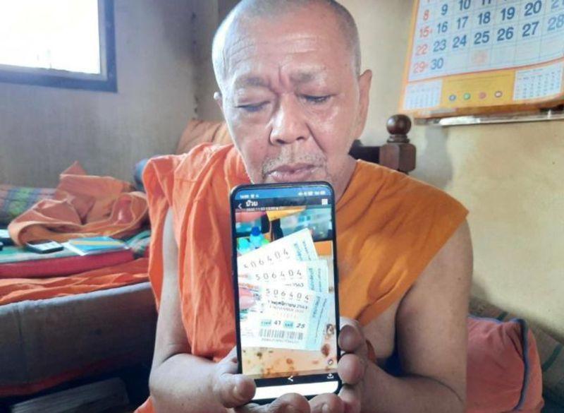 ▲泰國一位和尚買彩券中頭獎,發願幫助窮人,結局卻並非想像美好。(圖/翻攝自《BangkokJack》)