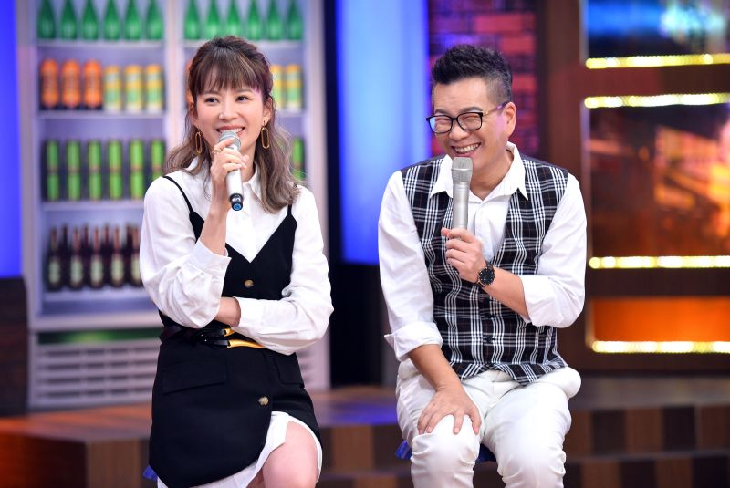 ▲沈玉琳(右)追妻快狠準。(圖/TVBS提供)