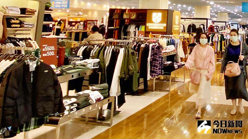 ▲ 百貨業者促銷話題不斷,消費者也樂得大撿便宜。(資料照/記者陳美嘉攝 )