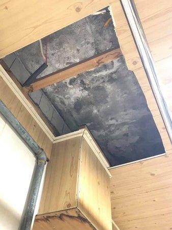 ▲不少過來人指出,屋頂漏水問題必須與樓上住戶溝通,絕非能簡單解決的問題。(圖/翻攝《買房知識家(Q你的A)》)