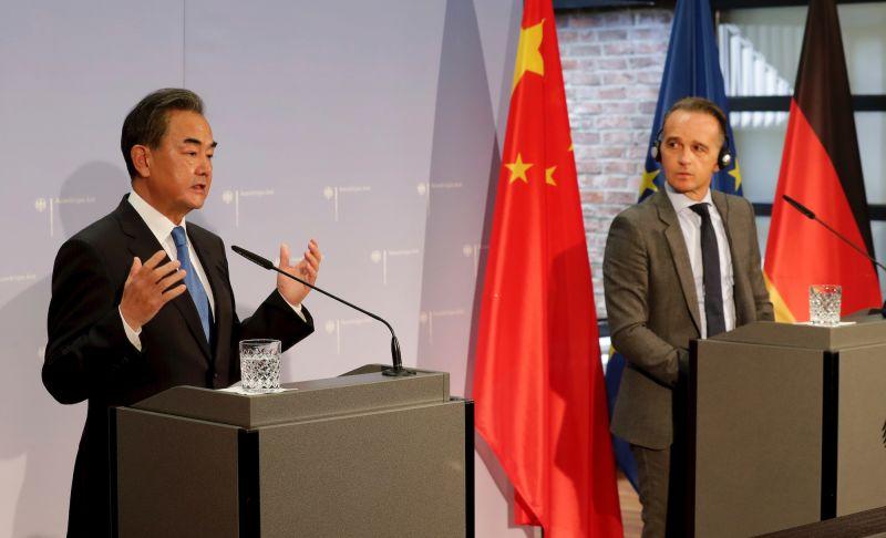 德國外交部長馬斯(右)(Heiko Maas)和中國外交部長王毅(左)。