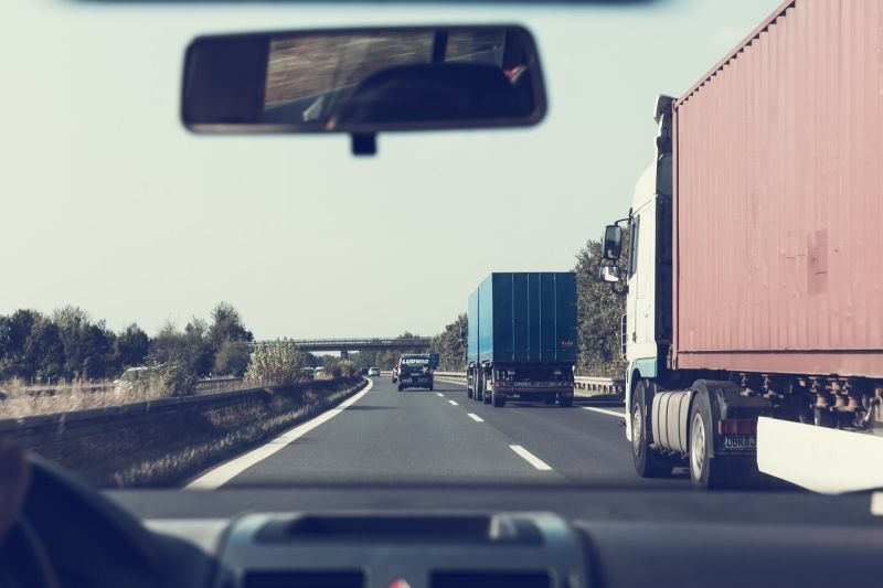 ▲開貨車遇正妹搭訕,真相卻糗翻。(示意圖/翻攝自Pixabay)