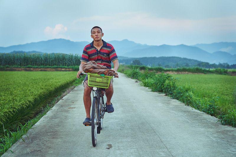 ▲▼劉亞仁(上圖,下圖中)戲裡變胖、動作耗費體力,但他不沮喪,能達到視覺效果最重要。(圖/車庫娛樂)