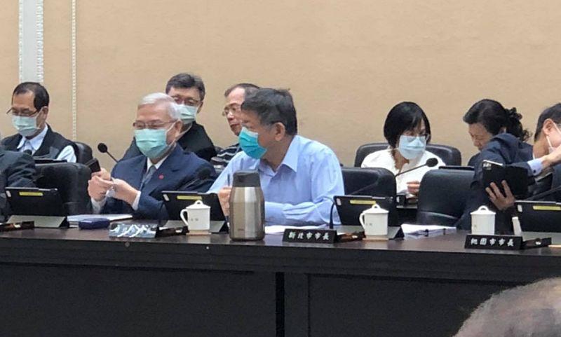 台北市長柯文哲12日上午參與行政院的例行院會,溝通萊豬相關進口政策,不過會後卻遭到行政院抨擊「北市冠軍牛肉麵也用萊牛」。