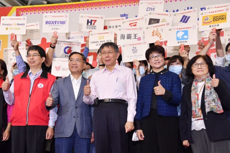 台北市長柯文哲14日出席中高齡就業博覽會,柯文哲表示,日本65歲以上的人口勞動參與率超過30%,台灣只有8%。(圖/台北市政府提供)