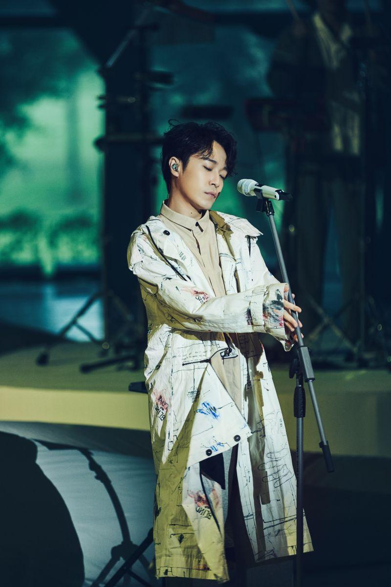 ▲吳青峰在雲門舞集劇場舉辦「上下冊」演唱會。(圖/環球提供)