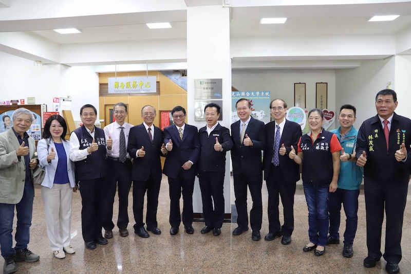 南華大學落實永續發展,獲「環境教育機構」及「環境教育設施場所」雙認證揭牌儀式。(圖/南華大學提供)