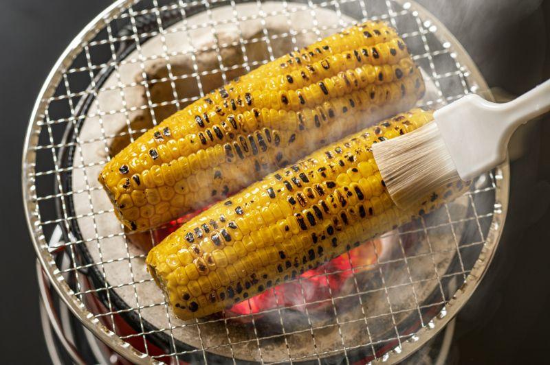 ▲原PO指出,自己在士林夜市買到一支要價180元的烤玉米。(示意圖/翻攝PhotoAC)