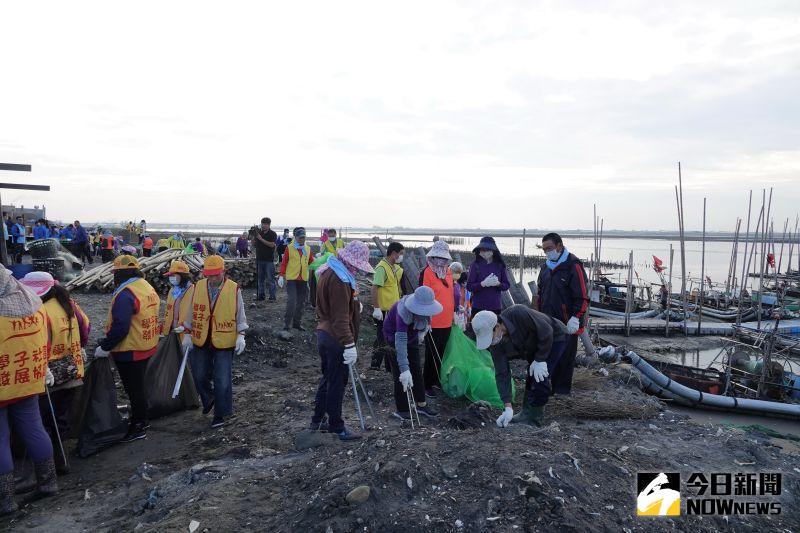 ▲在大家齊心協力之下,在海岸邊清出了垃圾830公斤,以及資源回收物930公斤,成績驚人。(圖/記者陳雅芳攝,2020.11.15)