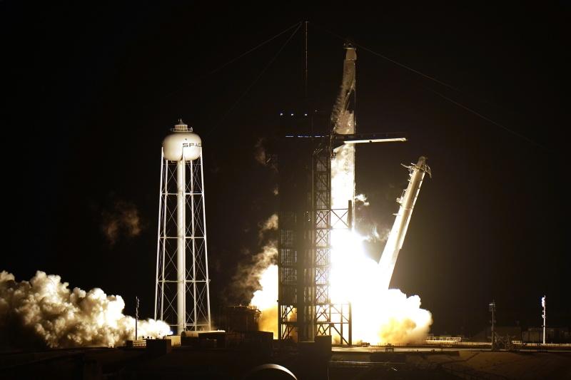 ▲美國太空探索科技公司(SpaceX)第3度送太空人前往國際太空站(ISS)。這是SpaceX第一次重複使用已執行過任務的火箭與太空船。資料照。(圖/美聯社/達志影像)