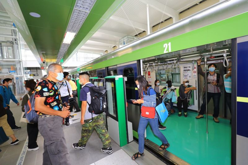 台中捷運今免費搭乘 民眾超開心體驗