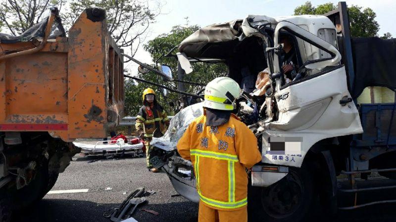 國三古坑南下路段<b>追撞</b>事故 駕駛嚴重受困搶救後送醫
