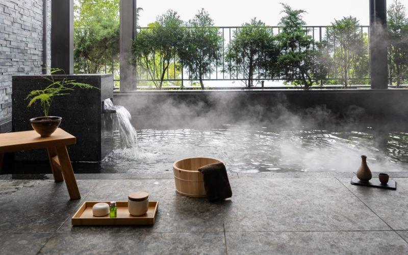 ▲逸品琚規劃的養生樂活會館,不僅有室內溫水游泳池,還有湯屋,可享受全家人一起泡湯的樂趣。(圖/資料照片)