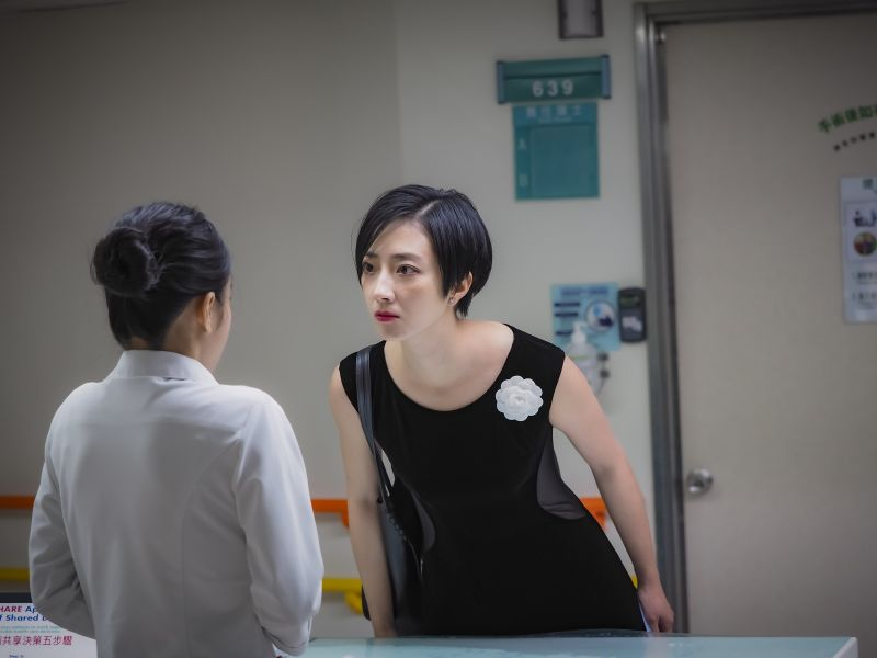 ▲桂綸鎂(右)展現喜劇演技。(圖/《腿》劇照)