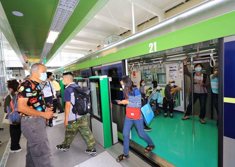 旅客下車不及遭車門碰傷    中捷高鐵站延長車門開啟時間