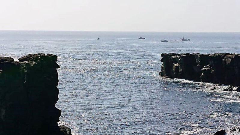 ▲根據蕭再泉在東吉島觀察發現,澎湖的土魠漁船有16艘出海再東吉作業,因海巡屏東艦超前布署,沒看到非法越界的大陸漁船。(圖/蕭再泉提供)