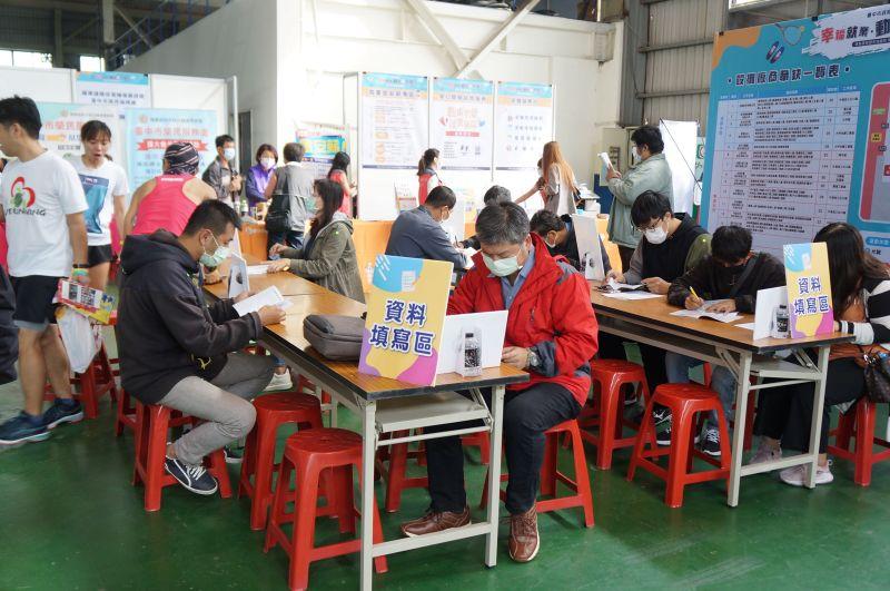 中市首辦「中高齡就業博覽會」     20家廠商釋出700個職缺