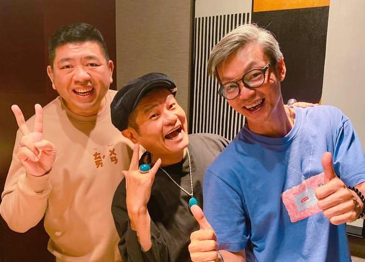 ▲李國煌(右)一出關,好友NONO就帶他去吃火鍋。(圖/NONO臉書)