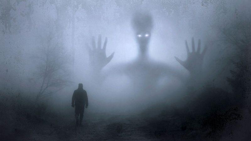 情侶「林口→板橋」遇神秘條紋衣男!她嚇壞:這條路好陰