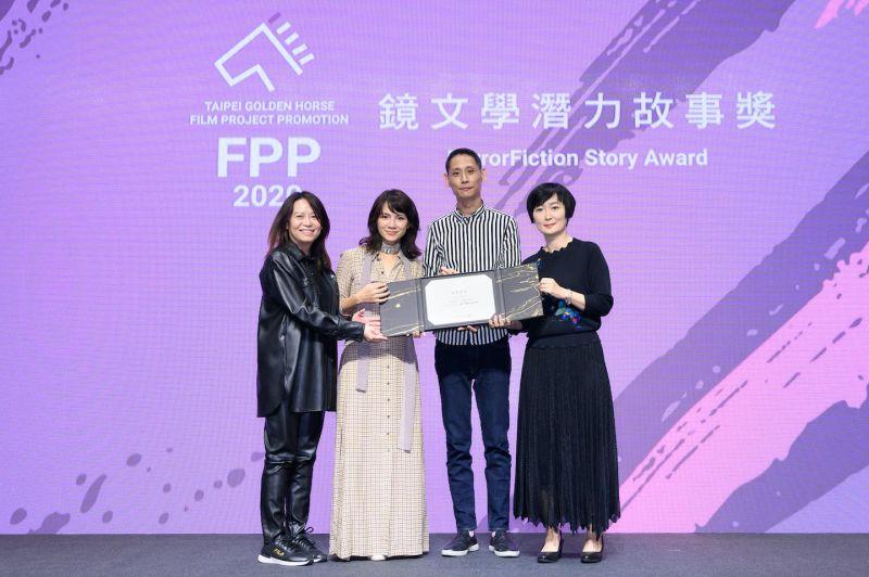 ▲李心潔(左二)監製的《富都青年》獲鏡文學潛力故事獎。(圖/金馬執委會)