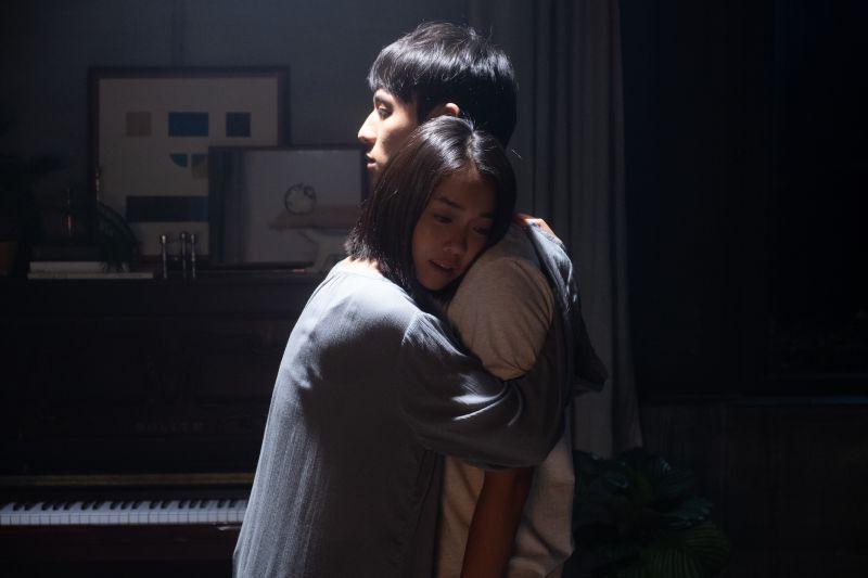 ▲大霈(左)在劇中戀上小3歲徐鈞浩。(圖