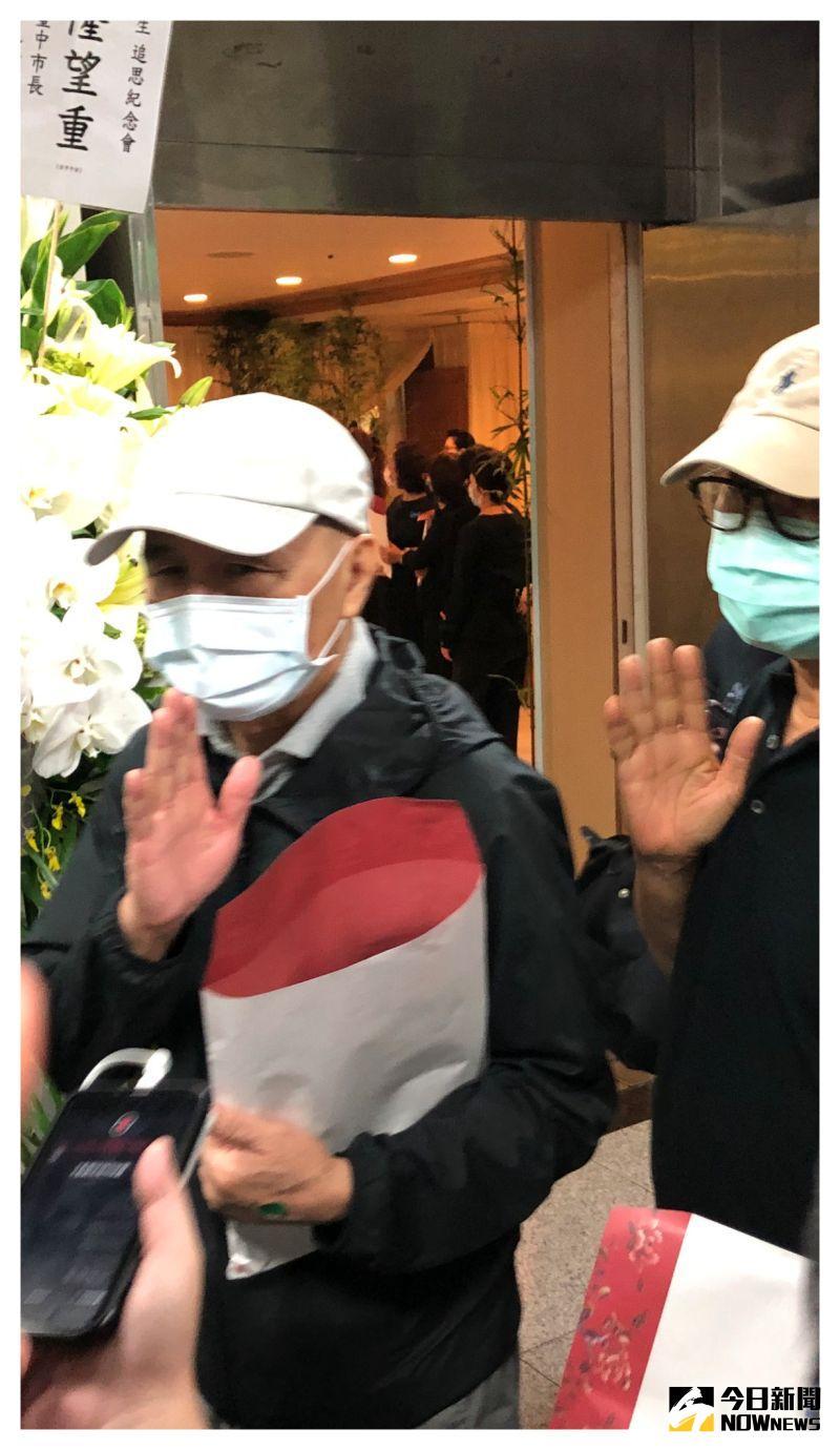 ▲▼侯孝賢導演(上圖左)和陶喆都出席追思會。(圖/記者翁新涵攝)