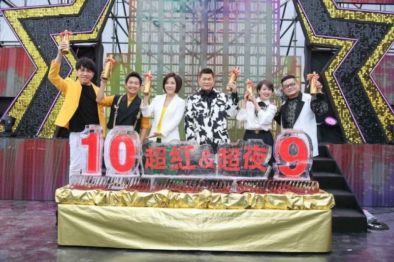 ▲許志豪(左起)、蔡昌憲、于美人、澎恰恰、苗可麗、許效舜慶功。(圖/三立提供)