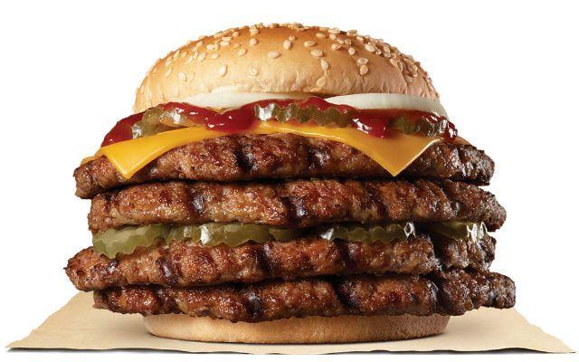 ▲今年中曾推出的「1磅牛肉特級漢堡」也將再度回歸