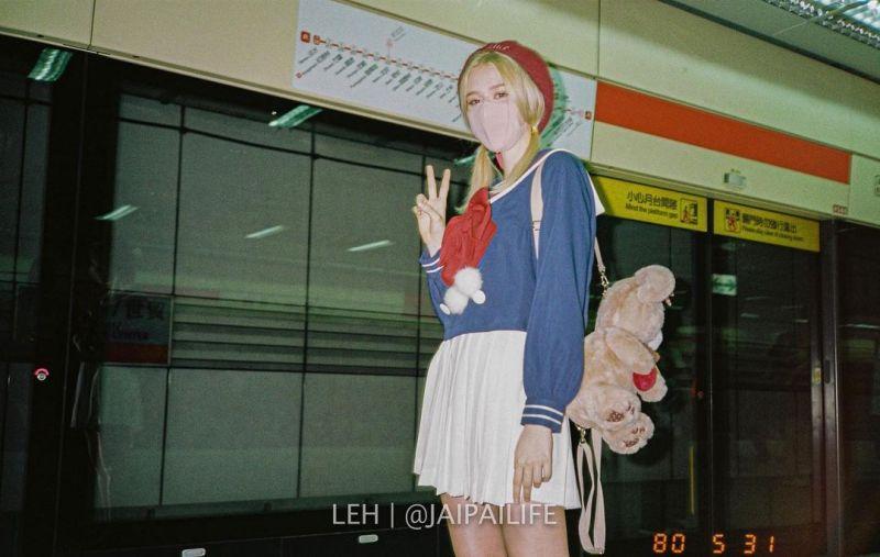 ▲人在台灣的Diana,日常街拍非常「接地氣」。(圖/翻攝自shaforostovadiana_的IG)