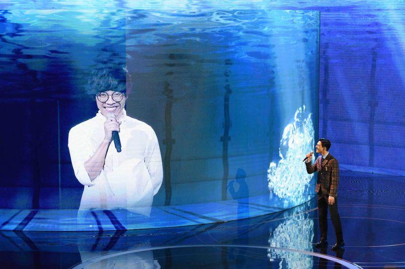 盧廣仲遠端合體陳昊森演唱電影主題曲《刻在我心底的名字》。(圖/台視提供)