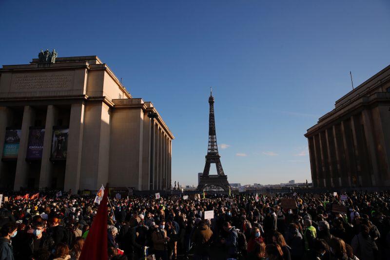 法國擬立法禁止散佈軍警容貌 萬人上街抗議、23人被捕
