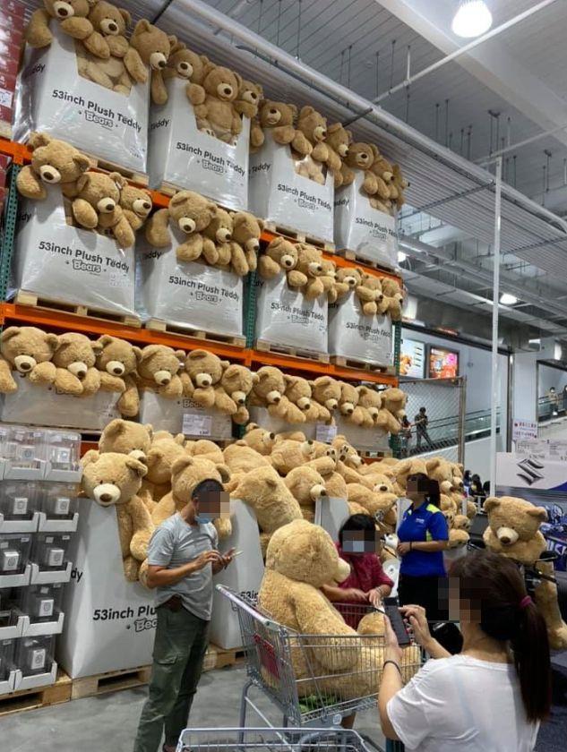 ▲賣場內整面牆都是泰迪熊。(圖/翻攝Costco好市多